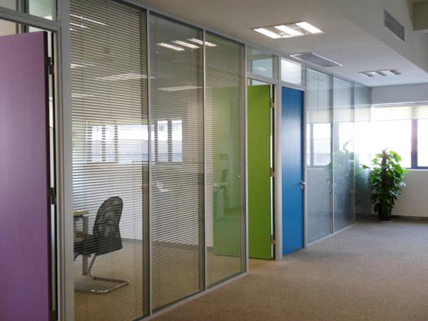 玻璃隔断墙,写字楼隔断,写字楼隔墙,百叶隔断,高隔间,双层玻璃百叶