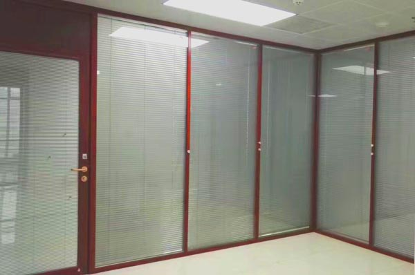 汉沽木纹色玻璃隔断,木纹色百叶隔墙