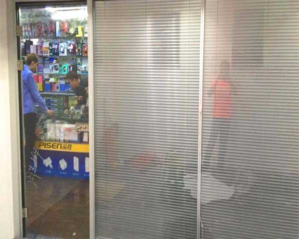 五家渠电脑城玻璃隔断,大良百叶隔断